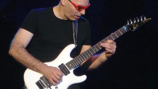 Joe Satriani, chitarrista virtuoso e maestro capace