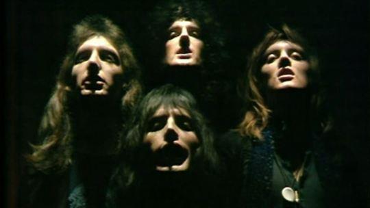 Bohemian Rhapsody dei Queen suonata con la chitarra classica
