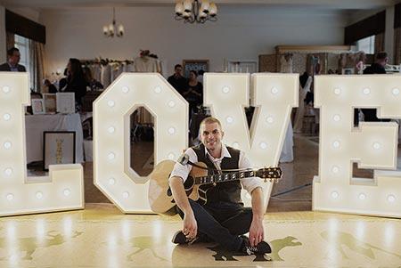 image: Pat McIntyre singer and guitarist for weddings