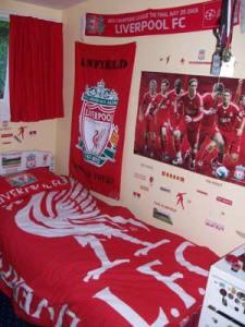 Affiche de foot dans une chambre d'homme