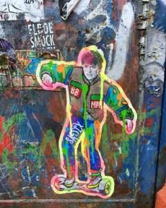 Marty McFly sur un hoverboard