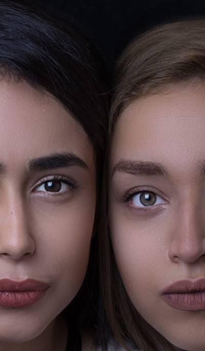Deux belles femmes avec de beaux nez