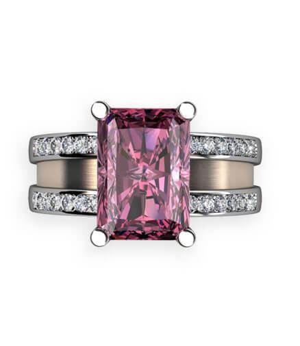 bred ring i rött guld med stor rosa sten