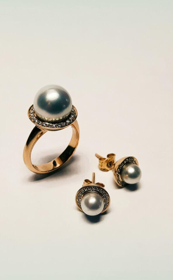 pärlring med diamanter dito pärlörhängen