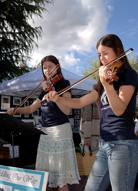 Musicians performing at the Salt Spring Island Saturday Market, Gulf Islands, British Columbia