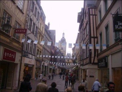 La Rue du Gros Horloge