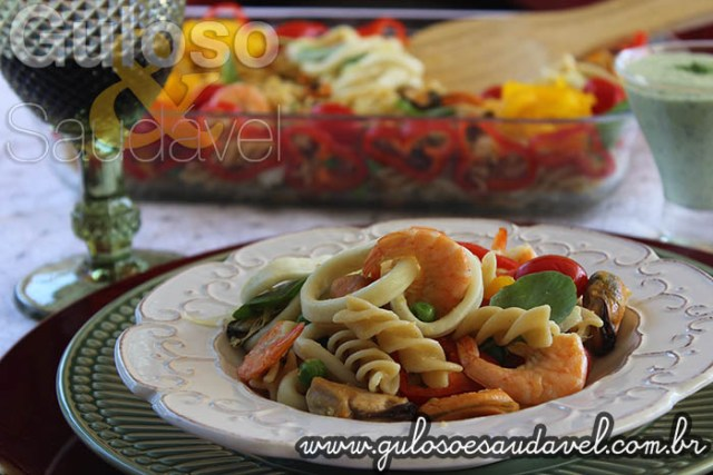Receita de Salada de Fusilli Integral com Frutos do Mar