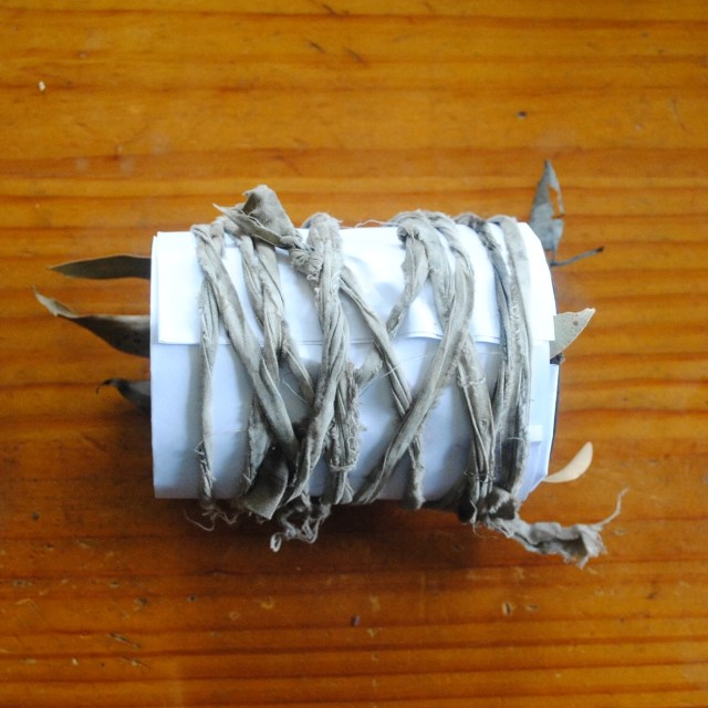 Using a rusty tin can to eco-print paper