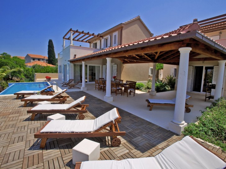 Villa Gumonca with large terraces and sundeck