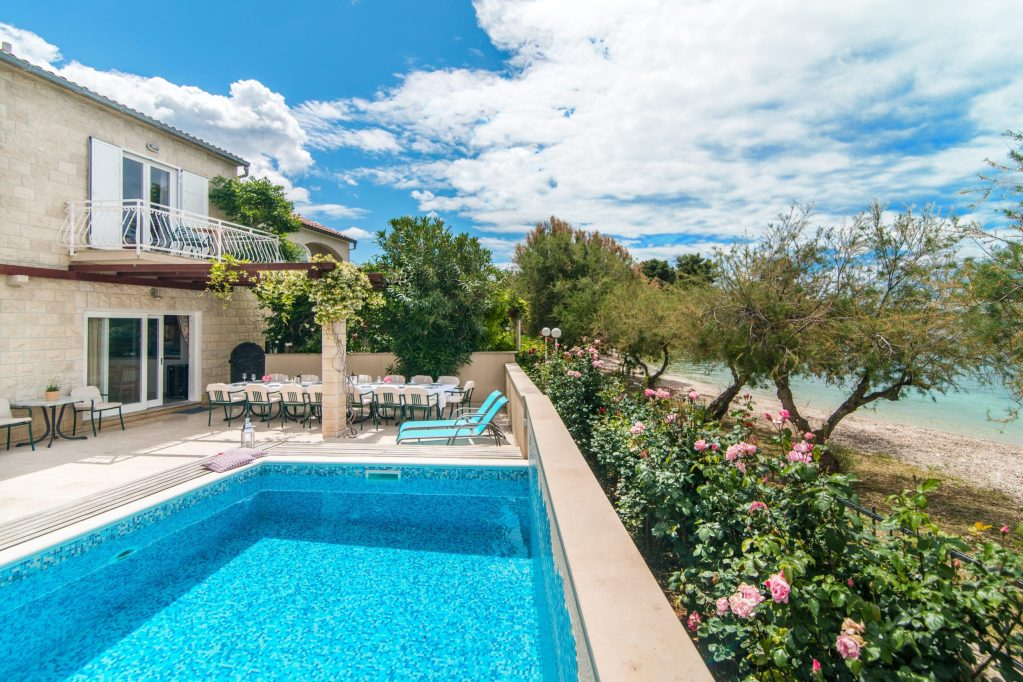 Villa Mirca with pool, just few steps from the beach
