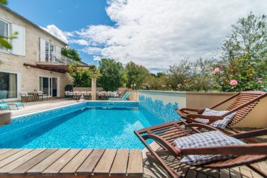 villa-mirca-swimming-pool-2