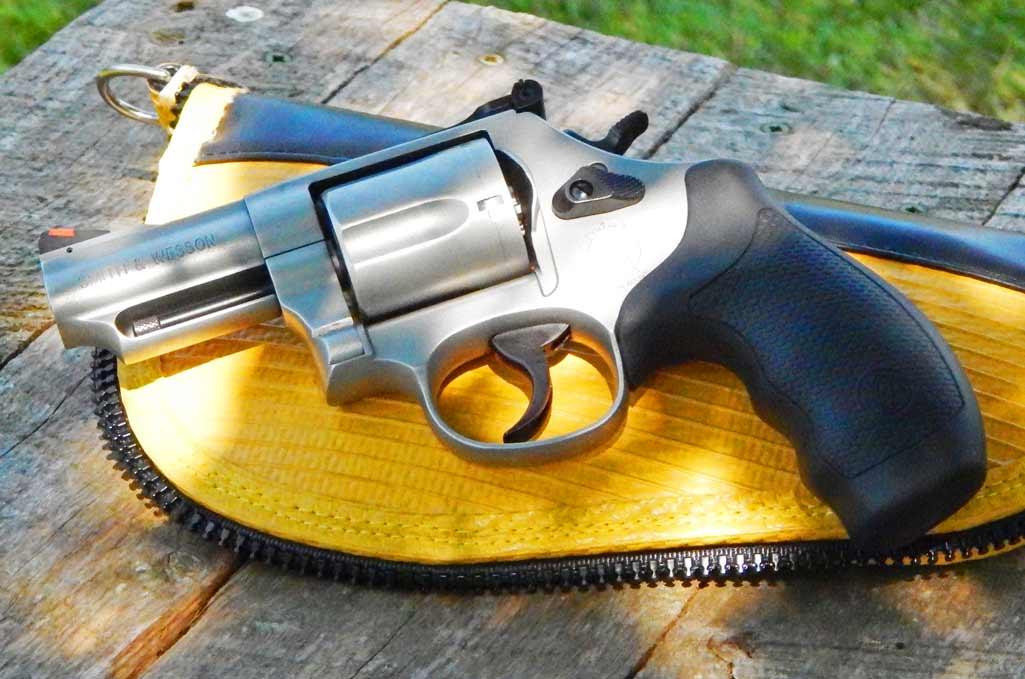 Smith & Wesson Model 69 Combat Magnum - Gun Carry Reviews