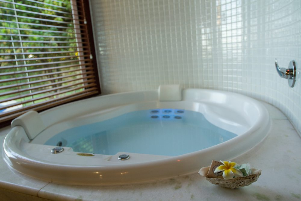 Banheira com cromoterapia | Gungaporanga