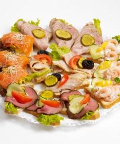 Julesnitter, smørbrød og kalde tallerkner