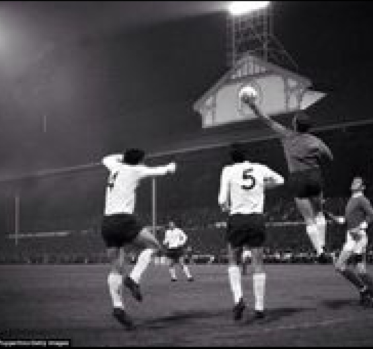 This is a good example of Pat taking the ball one handed. Unfortunately it was when he was playing for Spurs!