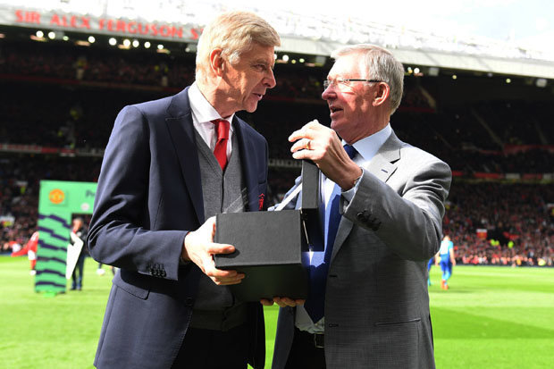 Alex Ferguson presents Arsene Wenger with a memento in Arsene's last game as an Arsenal manager at Old Trafford