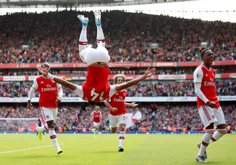 aubameyang-upside-down
