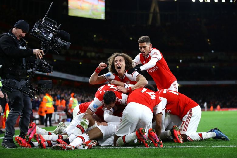 arsenal-pile-on-alt