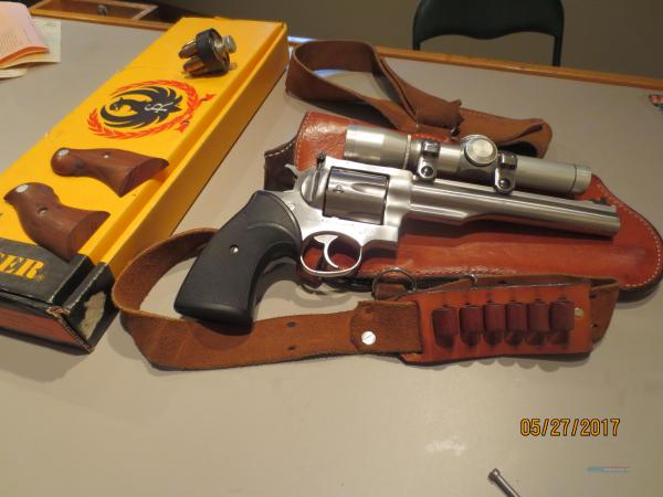 Ruger Redhawk .44 Mag. With Leupold Scope Buffal