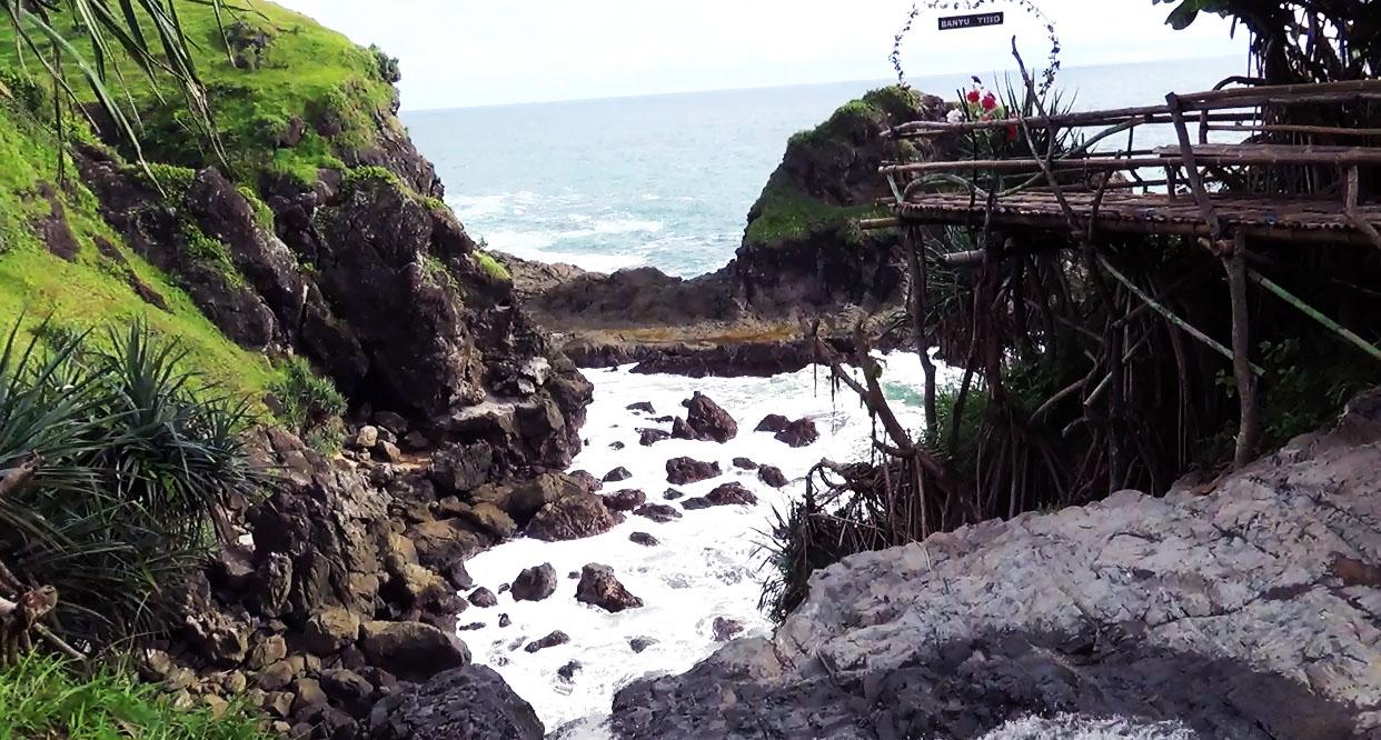 Pantai Air Terjun Banyu Tibo Purwodadi Tepus