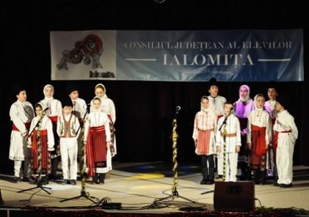 Grupul Folcloric de la Scoala Gimnaziala Gura Ialomitei