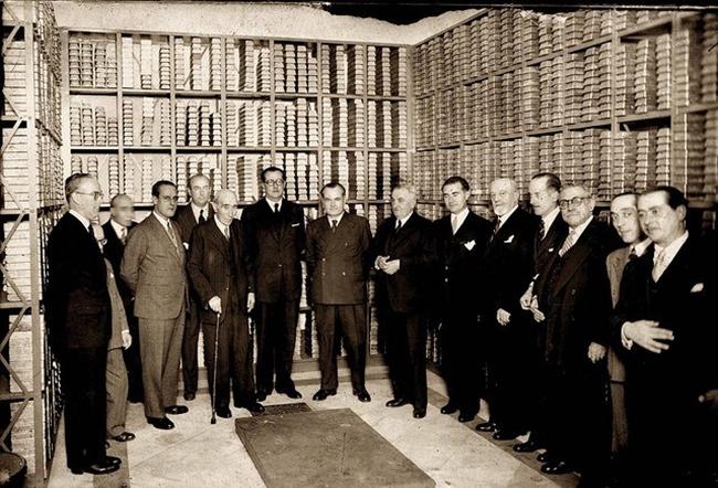 Junta de accionistas del Banco de España en el interior de la caja fuerte