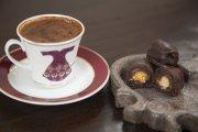 Türk kahvesi ve hurmalı badem ezmeli Divas çikolata
