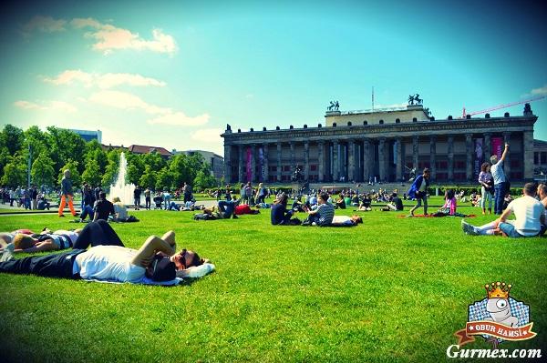 Berlin-altes-museum-eski-muze-bahcesi