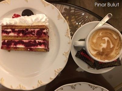 belgrad-moskova-pastanesi-pasta-tatli-nerede-yenir-kahve-nerede-icilir-sirbistan-gurme-gezi-rehberi-blog