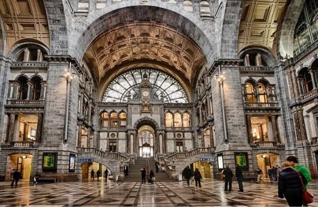 Anvers-tren-istasyonu-Antwerpen-Centraalen-nerede-belcika-yelpbe