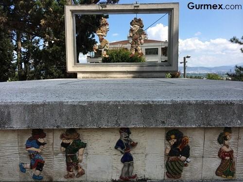 Bursa Merkez Gezilecek Yerler Karagöz ve Hacivat anıtı