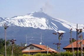 Espectaculares imágenes grabadas con un dron en plena erupción del volcán Etna