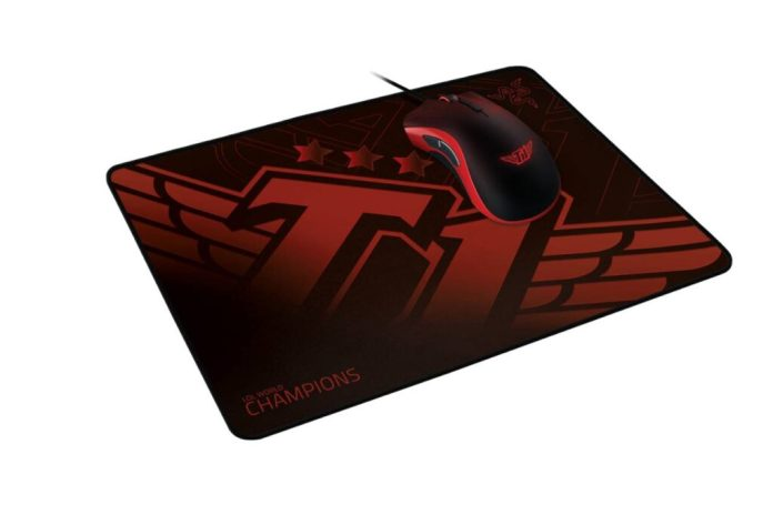 The-Razer-DeathAdder-Elite-SKT-T1-Edition-gaming-mouse-and-Razer-Goliathus-SKT-T1-Edition