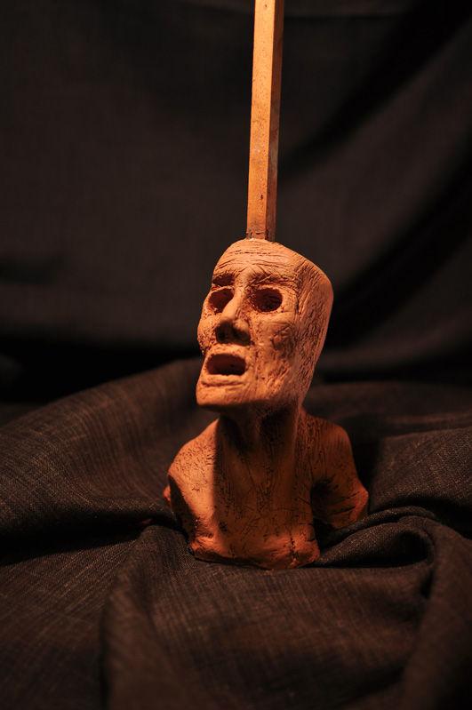 Escultura: Causalidad y Jaula (cabeza de arcilla 01) foto por: Miguel A. Mayo | por Gustavo A. Díaz G.
