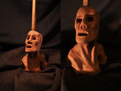 Escultura: Causalidad y Jaula (cabeza de arcilla 05) foto por: Miguel A. Mayo | por Gustavo A. Díaz G.