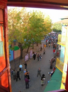 La calle Caminito desde un conventillo