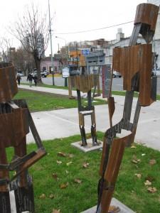 Avellaneda-Plaza de la Integracion-Esculturas Peligrosas 6