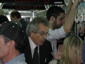Luis Zamora en el subte