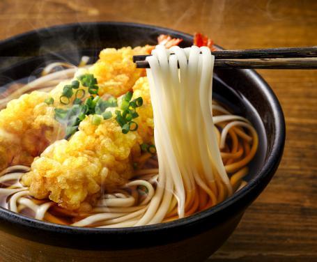 Tempura udon una ricca zuppa giapponese dal gusto davvero ottimo