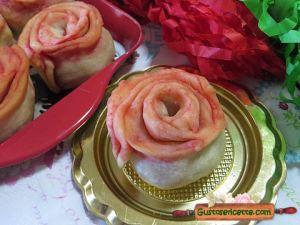 roselline di carnevale ripiene, con mele e frutti rossi