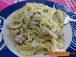 spaghetti pesto di fave e tacchino, appetitosi