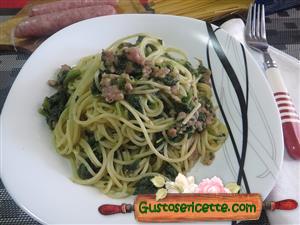 Spaghetti alla borragine con pollo e tacchino