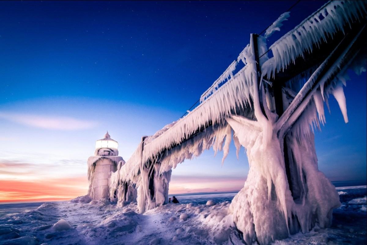 Klasse Fotos eingefrorener Leuchttürme