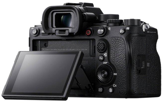 Sony Alpha 1 Rückansicht mit nach oben und unten schwenkbarem Display ©Sony
