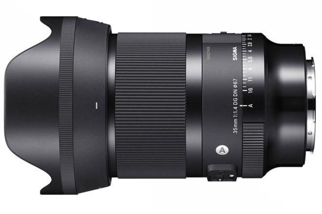 Das 35-mm-Objektiv SIGMA A | Art 35mm F1.4 DG DN ind er Seitenansicht vor weißem Hintergrund