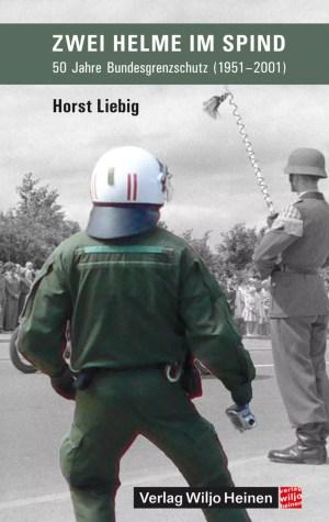 Cover: »Zwei Helme im Spind«