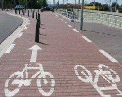 Bolder brengt tranen in de ogen van de fietser