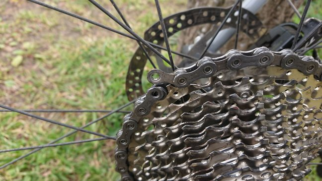 Cycle rear cassette and chain with broken link