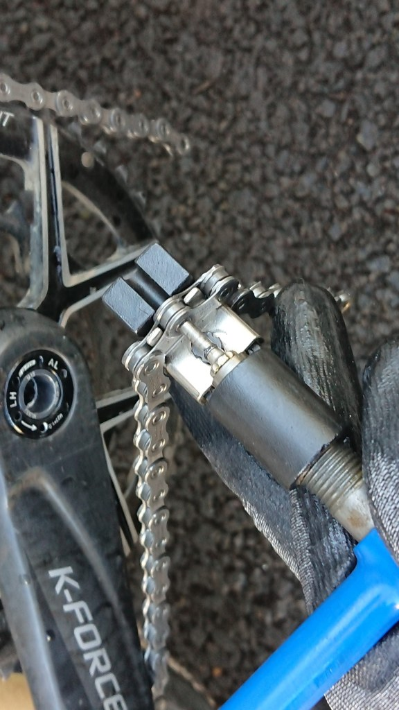 Cutting a bicycle chain to length