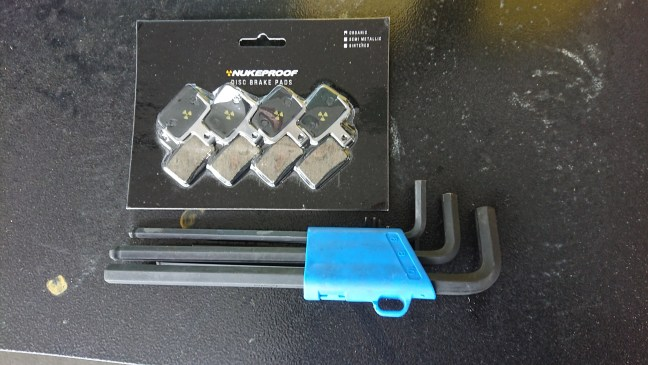 Package of bicycle disc brake pads and hex wrench set